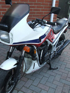 1985 HONDA INTERCEPTOR RED WHITE & BLUE CLASSIC!