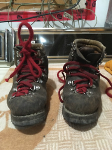 hiking boots-Size 3