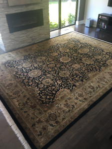 Carpet, beautiful black & beige 12 x 15 carpet from India