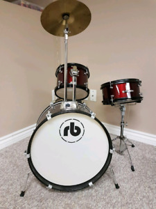 Long and McQuade Kids drum set