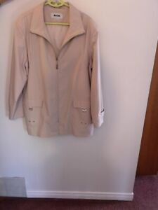 Coat womans  Spring/fall  (Alia Brand) Beige  Almost brand new!