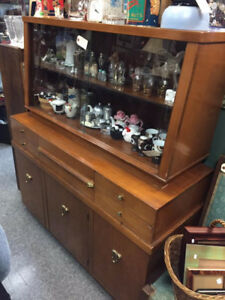 VINTAGE 1970s CHINA CABINET/HUTCH