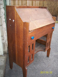 OAK ARTS + CRAFTS DESK - GREAT FOR REFINISHING OR PAINTING