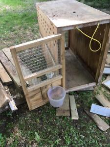 2 cages de transport en bois pour chiens