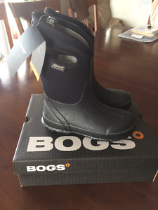 New Bogs Boots Size 3 / Eur 35
