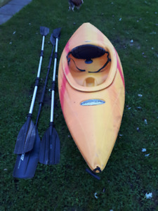 7.5 FT Kayak with Paddles