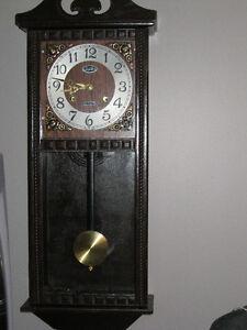 horloge a pendule Saguenay Saguenay-Lac-Saint-Jean image 1