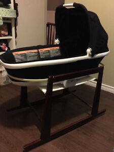 Quinny's Tukk foldable Carrier with bassinet stand