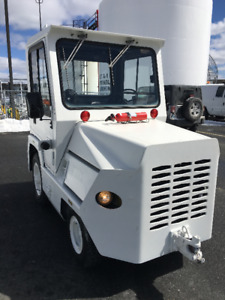 Aviation Tug/Baggage Tractor:  Clark CT-50D