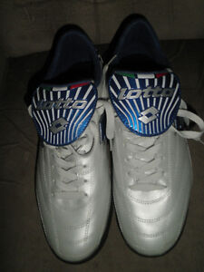 Men's Lotto Indoor Turf Soccer Shoes Size 10 (Like New)