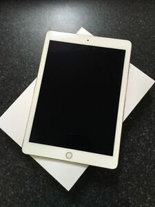 iPad Pro 32GB 9.7 inch Gold WITH APPLE PENCIL - Great Condition!