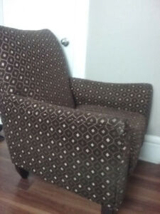 BEAUTIFUL LOUNGE CHAIR GREAT CONDITION