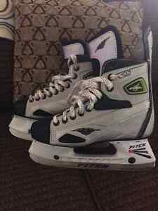 Boys hockey skates NEW Condition