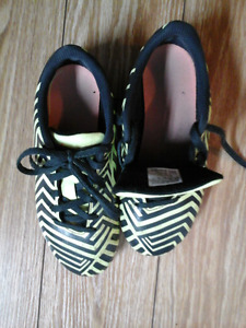 soccer shoes with cleats for kids size 2