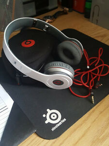 Beats Solo HD On-Ear Headphones (White) (Very Good Condition) Kitchener / Waterloo Kitchener Area image 1