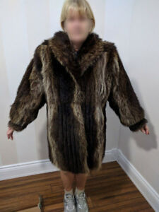 Manteau Chat Sauvage 3/4 pour femme/Lady's Raccoon fur coat 3/4