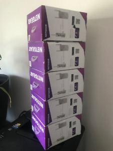 Netgear Wifi Range Extender AC750 with Power outlet
