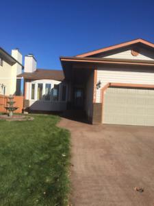 Huge 5 Bedroom Bungalow For Rent - Garage/Backyard