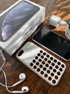 Apple iPhone 5c White 16GB A1532 Unlocked + Accessories