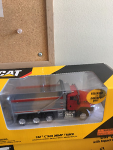 Caterpillar CT660 1:50 Scale Collectible Model