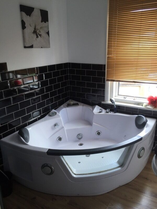 Jacuzzi Hot Tub Bath With Led Lights And Built In Radio