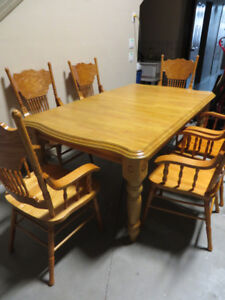 ~~~Brand New Solid Wood Table With Leaf & 6 Chairs
