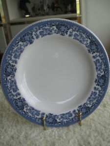 ATTRACTIVE 8-in. BLUE-BORDERED HEAVY HOTELWARE CHINA PLATE