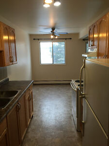 1 LARGE BEDROOM/BALCONY,CLOSE TO SOUTHGATE & ALL AMENITIES