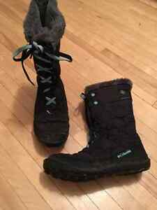 Girls' Columbia (youth) snow boots London Ontario image 1
