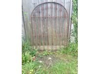 Arched metal gate