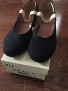 girl's ballet character shoes by BLOCH size 13.5