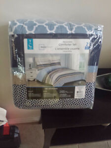 Brand new twin size comforter set