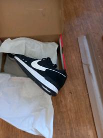 Nike venture runners