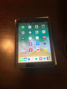 iPad Air Wifi/Cell 32GB.  Very Good Condition