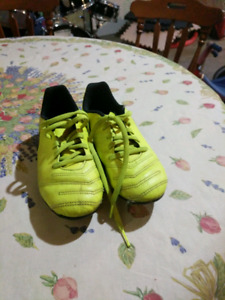Soccer cleats size Y2