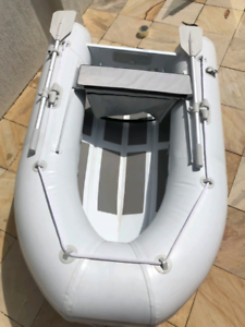 Inflatable boat with aluminium base