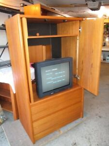 MID CENTURY TEAK HOME ENTERTAINMENT  CABINET FROM ESTATE