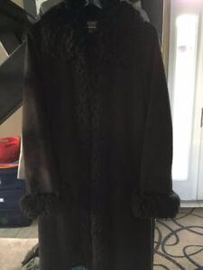 BLACK DRESS COAT WITH FAUX FUR