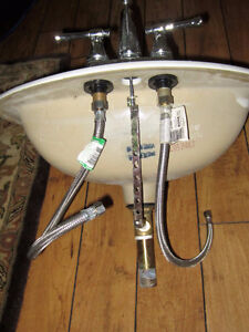 White toilet sink with chrome focets West Island Greater Montréal image 2