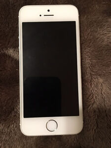 iPhone 5S UNLOCKED 16 GB with extras