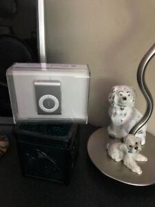 APPLE iPOD SHUFFLE 1GB SILVER