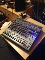 Behringer XENYX 1832 Mixer with FX