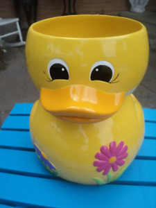 'SPRING DUCK' TRASH CAN