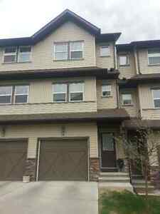 Bright and spacious 2 bedroom townhouse for rent in Cochrane