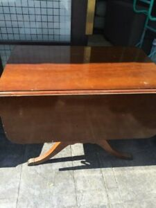 Duncan Phyfe Drop Leaf Dining Room Table