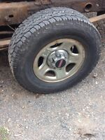 Like new 245/75r16 cooper discovery tires