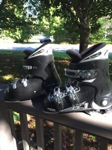 Youth downhill ski boots, size 4-7, European 36-40