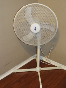 "18"" Oscillating Floor Fan"