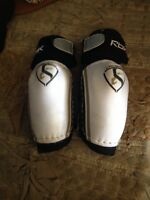 RBK hockey elbow pads size XXS 2
