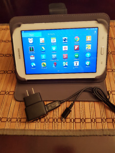 SAMSUNG GALAXY TABLET 3 LITE 7 INCHES T-110 8GB + COVER